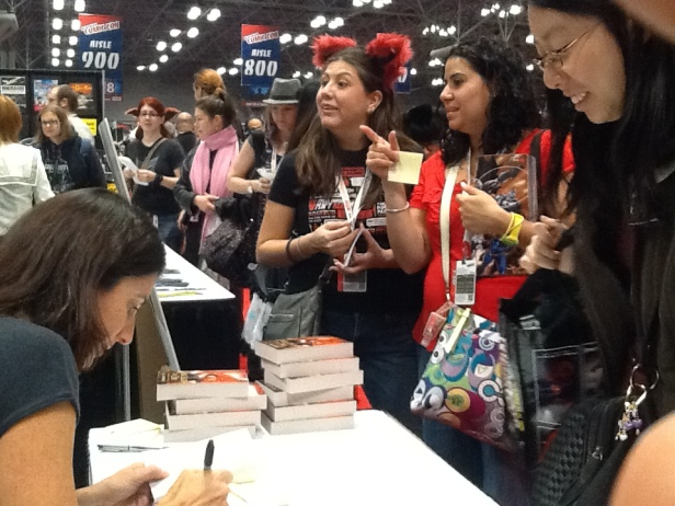 Jill Archer signing Dark Light of Day at New York Comic Con