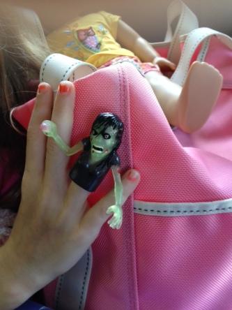 zombie finger puppet, Alakazam